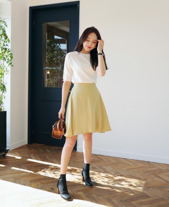 Thử kết hợp chân váy cùng áo phông: tưởng không hợp mà hợp không tưởng - Ảnh 19.