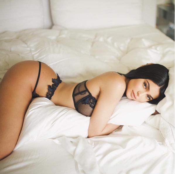 Liệu rằng Angela Phương Trinh có đang biến mình thành bản sao của Kylie Jenner - Ảnh 22.