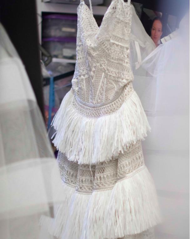 Xu hướng váy cưới Xuân/Hè 2018: Tinh xảo, yêu kiều trong từng chi tiết thêu ren, đính kết - Ảnh 8.