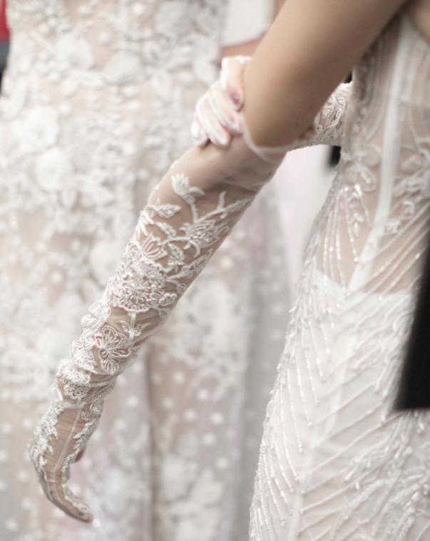 Xu hướng váy cưới Xuân/Hè 2018: Tinh xảo, yêu kiều trong từng chi tiết thêu ren, đính kết - Ảnh 13.