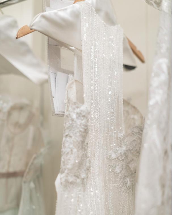 Xu hướng váy cưới Xuân/Hè 2018: Tinh xảo, yêu kiều trong từng chi tiết thêu ren, đính kết - Ảnh 20.