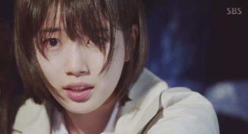 Suzy gặp nguy hiểm tính mạng, Lee Jong Suk xuất hiện như một vị thần - ảnh 5