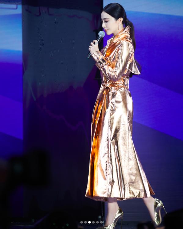 Đẳng cấp nhan sắc như Phạm Băng Băng, mặc áo lấp lánh như giấy gói hoa mà vẫn khí chất hơn người - Ảnh 6.