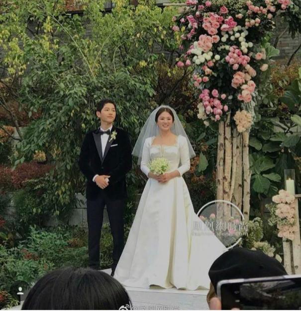 Cùng với Song Hye Kyo, nhiều người đẹp cũng từng diện thiết kế váy cưới Dior trong ngày trọng đại - Ảnh 3.