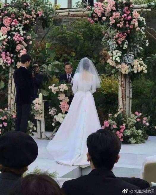 Cùng với Song Hye Kyo, nhiều người đẹp cũng từng diện thiết kế váy cưới Dior trong ngày trọng đại - Ảnh 4.