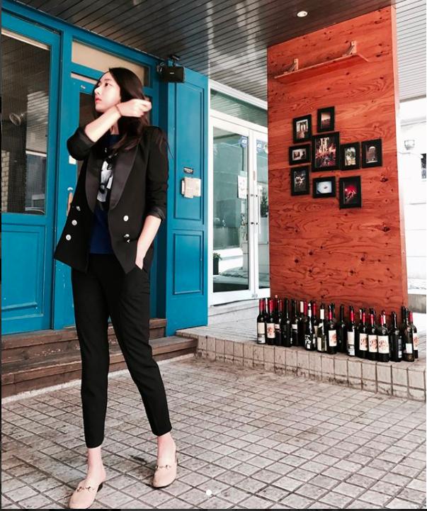 Blazer và jeans chính là combo được các quý cô châu Á ưu ái nhất tuần qua - Ảnh 16.
