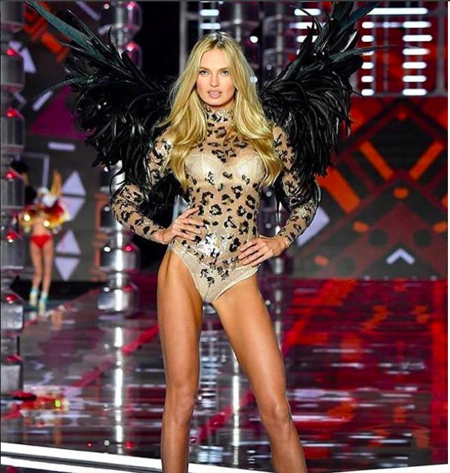 Giờ G đã điểm, Victorias Secret show 2017 chính thức diễn ra với những màn trình diễn nóng bỏng của các thiên thần - Ảnh 2.