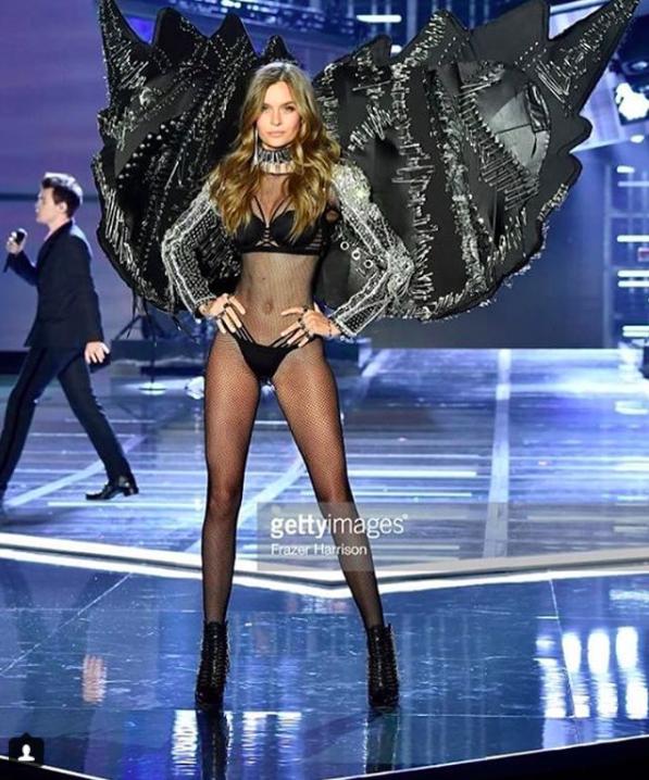 Giờ G đã điểm, Victorias Secret show 2017 chính thức diễn ra với những màn trình diễn nóng bỏng của các thiên thần - Ảnh 17.
