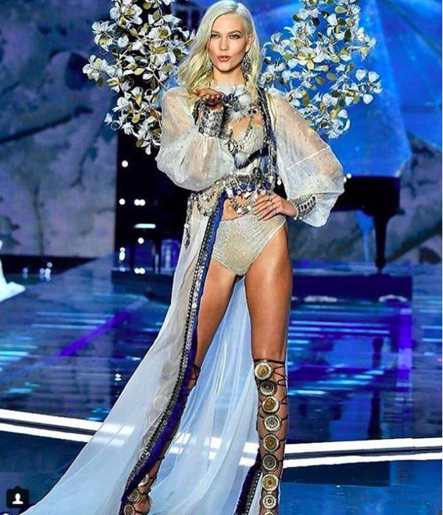 Giờ G đã điểm, Victorias Secret show 2017 chính thức diễn ra với những màn trình diễn nóng bỏng của các thiên thần - Ảnh 8.
