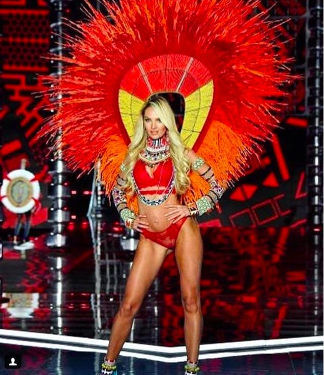 Giờ G đã điểm, Victorias Secret show 2017 chính thức diễn ra với những màn trình diễn nóng bỏng của các thiên thần - Ảnh 3.