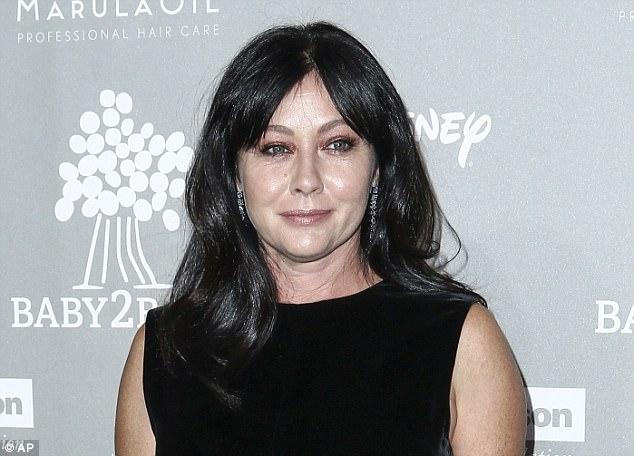 Nữ minh tinh, ngôi sao của seri truyền hình 90210 chia sẻ hành trình chiến đấu với ung thư vú - Ảnh 1.