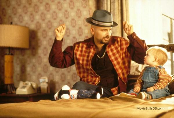 Cuộc đời cậu bé siêu quậy bị bắt cóc hơn 20 năm trước cùng dàn diễn viên trong phim giờ đây khác lắm - Ảnh 10.