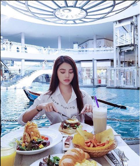 Ngắm cuộc sống sang chảnh, ngập trong đồ hiệu, du lịch xa xỉ của Jolie Nguyễn - hoa hậu hội con nhà giàu Việt Nam - Ảnh 28.
