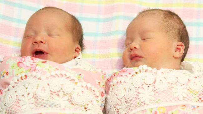 Sinh được 2 thiên thần nhỏ cực đáng yêu, bà mẹ lại tiếp tục gây sốc khi mang thai lần 2 - Ảnh 4.