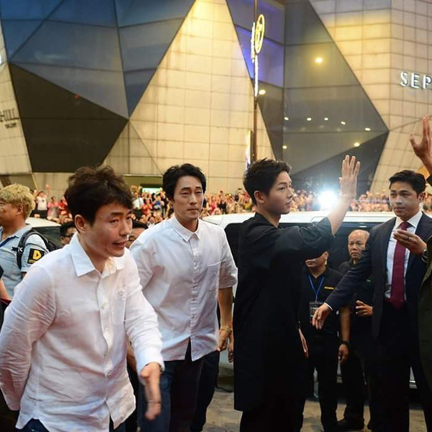 Sau tin lấy vợ, sức hút khủng khiếp của Song Joong Ki tại châu Á không thuyên giảm - Ảnh 4.