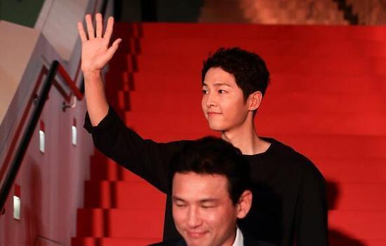 Sau tin lấy vợ, sức hút khủng khiếp của Song Joong Ki tại châu Á không thuyên giảm - Ảnh 1.