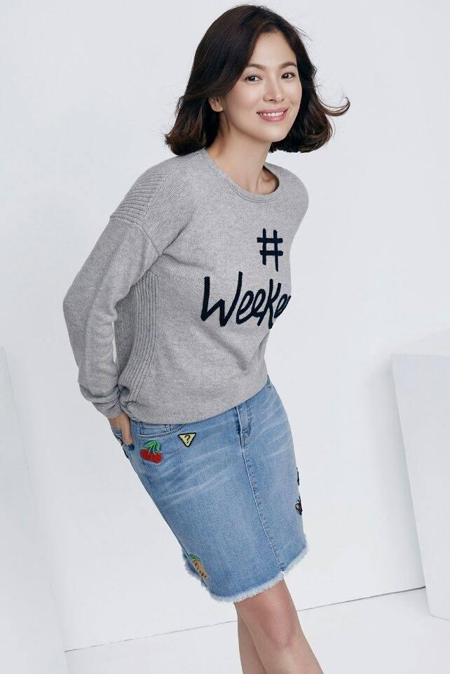 Hiện tại nữ diễn viên không xuất hiện trước truyền thông kể từ sau khi kết hôn. Tuy nhiên hình ảnh quảng cáo mới nhất cho thấy Song Hye Kyo đã cắt ngắn mái tóc của mình. Đây có thể sẽ là tạo hình tóc của cô trong đám cưới sắp tới.
