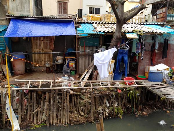 Chùm ảnh: Người dân sống cạnh ao tù, kênh rạch lo lắng khi sốt xuất huyết tăng nhanh ở Hà Nội - Ảnh 8.