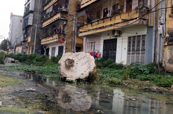 Chùm ảnh: Người dân sống cạnh ao tù, kênh rạch lo lắng khi sốt xuất huyết tăng nhanh ở Hà Nội - Ảnh 13.