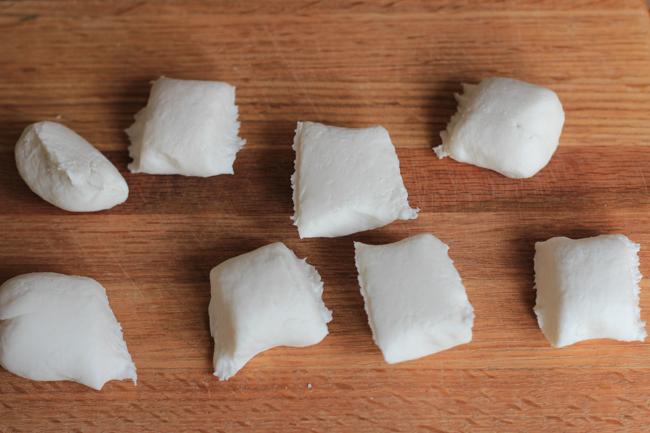 Cách làm bánh rán đậu đỏ siêu đơn giản mà lại ngon không tưởng - Ảnh 2