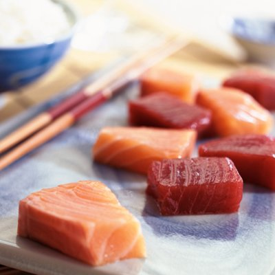 Nếu bạn là tín đồ của món sushi, hãy nhớ những điều này để vừa ăn ngon lại giảm được cân - Ảnh 1.