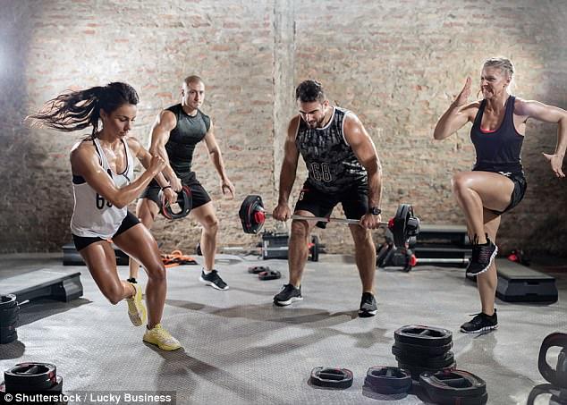 Đừng tưởng tập luyện quá nhiều thì càng tốt cho sức khỏe, rất có thể bạn sẽ mắc căn bệnh đáng sợ này - Ảnh 1.