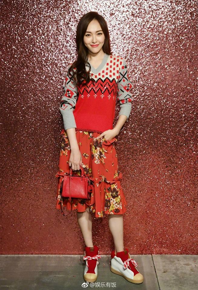 Jessica diện áo trắng quần đen đơn giản nhưng vẫn nổi bật tại Tuần lễ thời trang New York  - Ảnh 11.