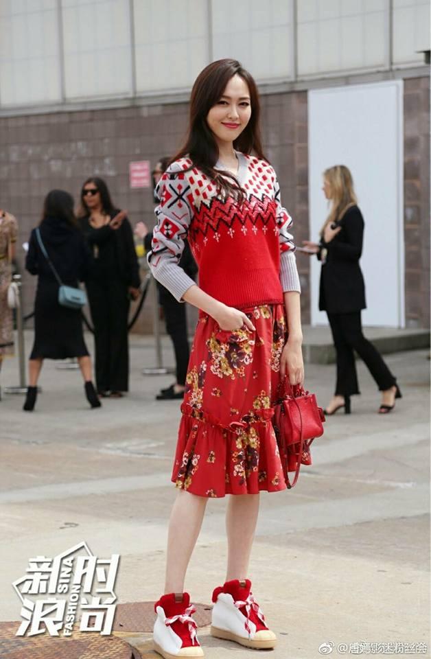 Jessica diện áo trắng quần đen đơn giản nhưng vẫn nổi bật tại Tuần lễ thời trang New York  - Ảnh 13.