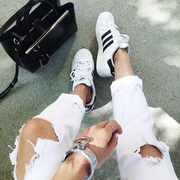 Dù ngoài kia có la liệt những thiết kế mới, thì phái đẹp vẫn luôn mê mệt 5 đôi sneaker này - Ảnh 17.