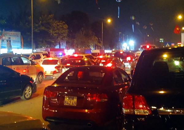 Hà Nội: Đường Đỗ Đức Dục tắc nghẽn hơn 2h, ô tô xe máy chôn chân tại chỗ - Ảnh 6.