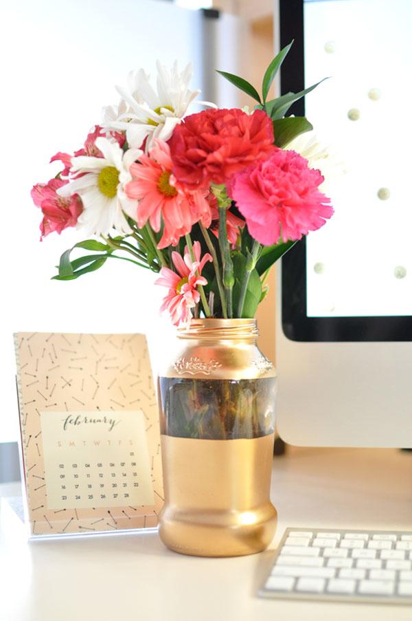 4 cách tái chế chai lọ làm bình hoa trang trí nhà tinh tế - Ảnh 9.