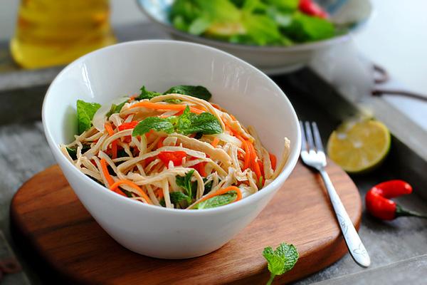 10 món ăn giúp bạn giải quyết phần thịt gà dư thừa sau tết vừa ngon vừa hiệu quả - Ảnh 2.