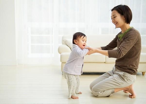 10 điều lạ lùng sẽ xảy ra khi trẻ bước vào giai đoạn chập chững biết đi - Ảnh 1.
