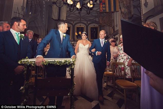 Chú rể bất ngờ liệt nửa người trước hôn lễ, 1 năm sau, cặp đôi cùng làm một việc khiến ai nấy ngỡ ngàng - Ảnh 6.