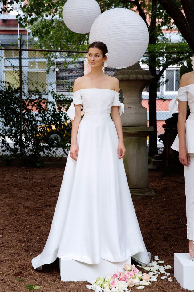 Nhìn lại 4 lần khoác lên mình bộ váy cưới và dự đoán chiếc váy mà Song Hye Kyo sẽ chọn mặc ngày 31 này  - Ảnh 13.