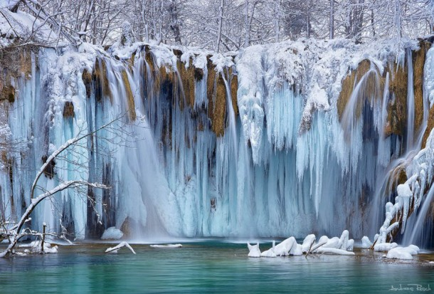Những thác nước đóng băng đẹp hiếm thấy trên thế giới - Ảnh 9.