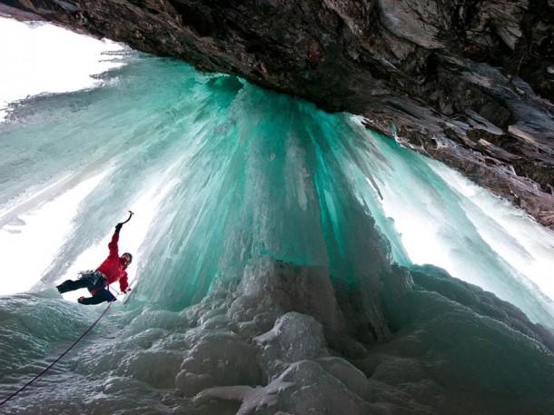 Những thác nước đóng băng đẹp hiếm thấy trên thế giới - Ảnh 11.