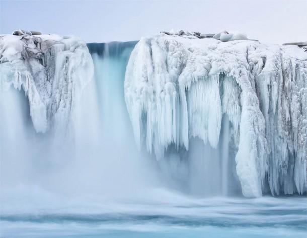 Những thác nước đóng băng đẹp hiếm thấy trên thế giới - Ảnh 8.