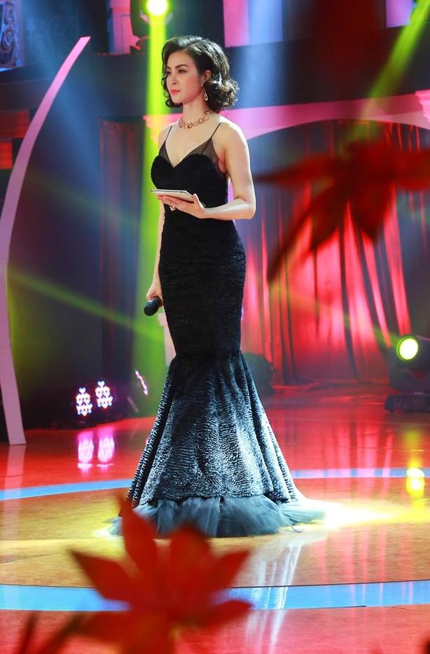 Ở tuổi U50, MC Thanh Mai vẫn gợi cảm khoe đường cong bốc lửa - Ảnh 1.