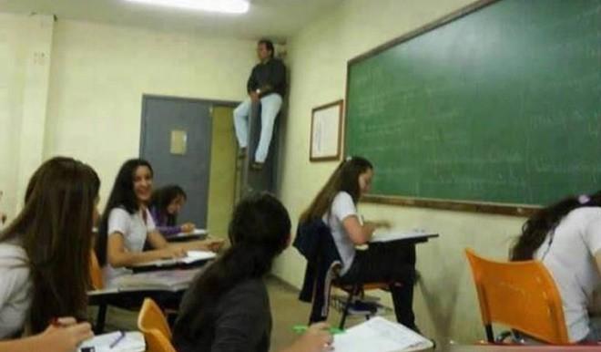 48 thầy cô hài hước, bá đạo khiến trường học trở nên thú vị hơn bao giờ hết - Ảnh 46.