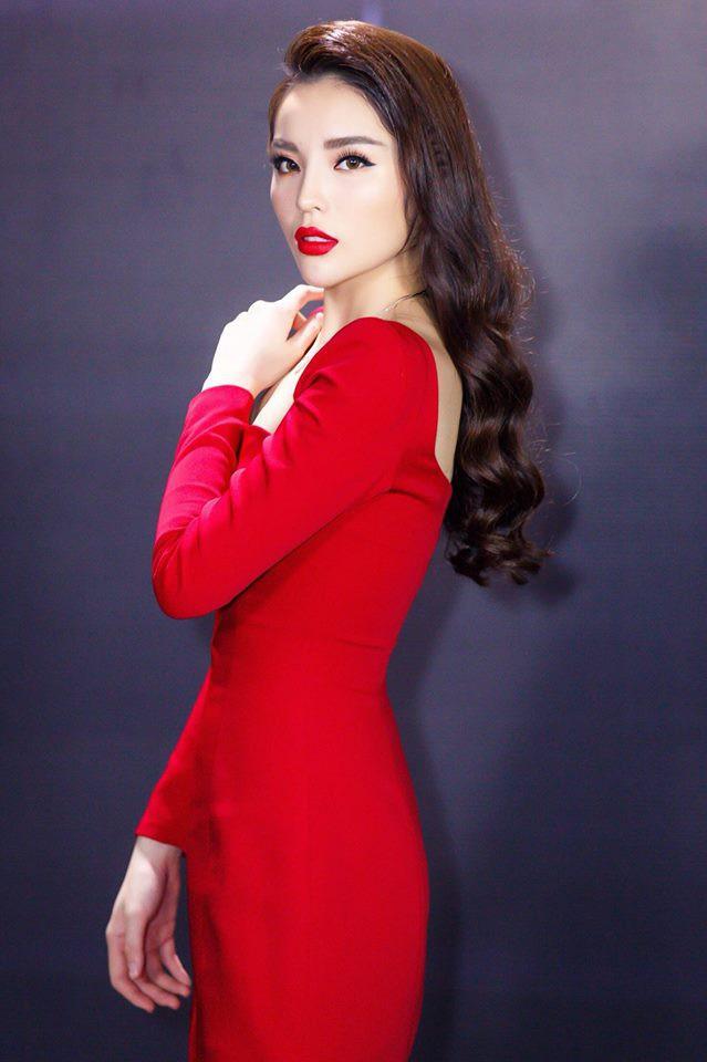 Mặc cùng kiểu váy với Kỳ Duyên, Ngọc Trinh không những kém sang mà còn tụt giảm phong độ vì... kiểu tóc - Ảnh 7.