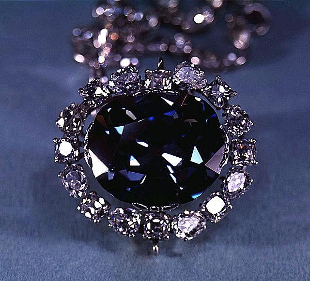Ly kỳ lời nguyền viên kim cương xanh: nguồn gốc châu Á, gieo rắc nỗi kinh hoàng lên toàn châu Âu, châu Mỹ khiến biết bao người chết - Ảnh 1.