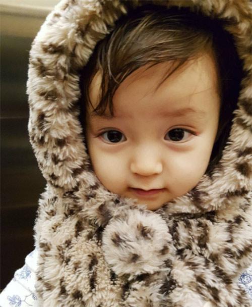Bé gái 3 tuổi xinh xắn đốn tim hàng trăm nghìn cư dân mạng - Ảnh 20.