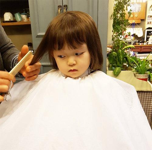 Bé gái 3 tuổi xinh xắn đốn tim hàng trăm nghìn cư dân mạng - Ảnh 22.