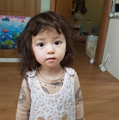 Bé gái 3 tuổi xinh xắn đốn tim hàng trăm nghìn cư dân mạng - Ảnh 24.