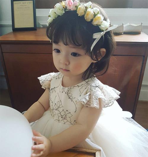 Bé gái 3 tuổi xinh xắn đốn tim hàng trăm nghìn cư dân mạng - Ảnh 27.