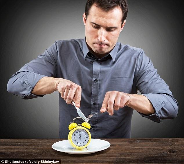 Không phải những gì bạn ăn, thời gian ăn uống mới là yếu tố giúp bạn không tăng cân - Ảnh 2.