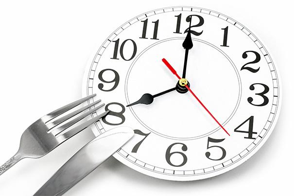 Không phải những gì bạn ăn, thời gian ăn uống mới là yếu tố giúp bạn không tăng cân - Ảnh 1.
