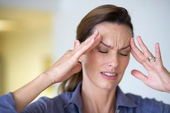 Bất ngờ trước 9 loại thực phẩm ăn nhiều có thể gây đau đầu đến vô cùng - Ảnh 1.