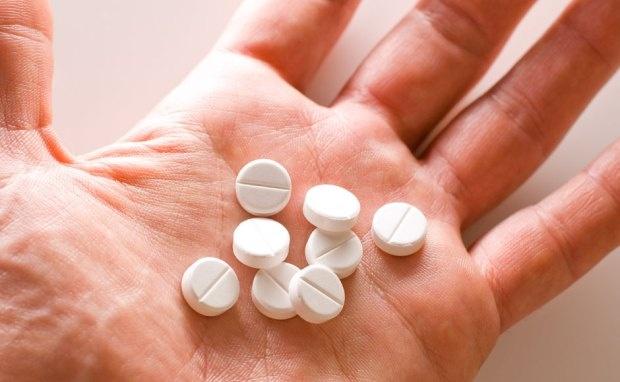 Thói quen uống thuốc hạ sốt kiểu này khiến bạn không thể khỏi bệnh mà còn gây tổn thương gan nặng - Ảnh 1.